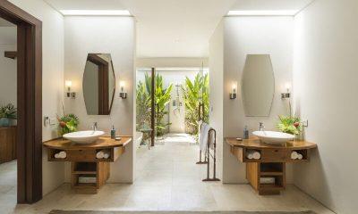 LataLiana Villas 5Br En-suite Bathroom   Seminyak, Bali