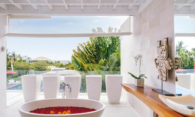 Villa Anucara Open Plan Bathtub | Seseh, Bali