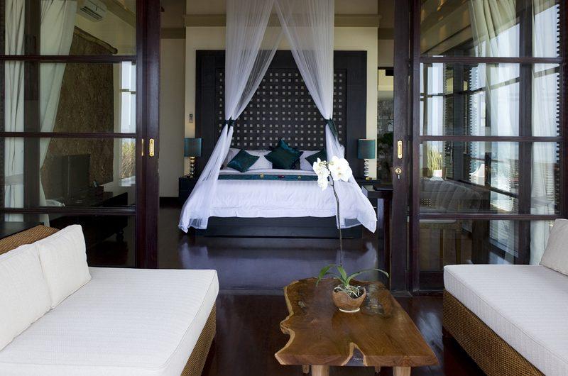 Villa Lega Bedroom with Sofa | Batubelig, Bali