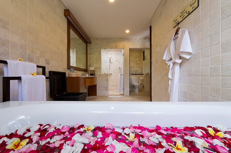 Villa San Bathtub with Rose Petels | Ubud, Bali