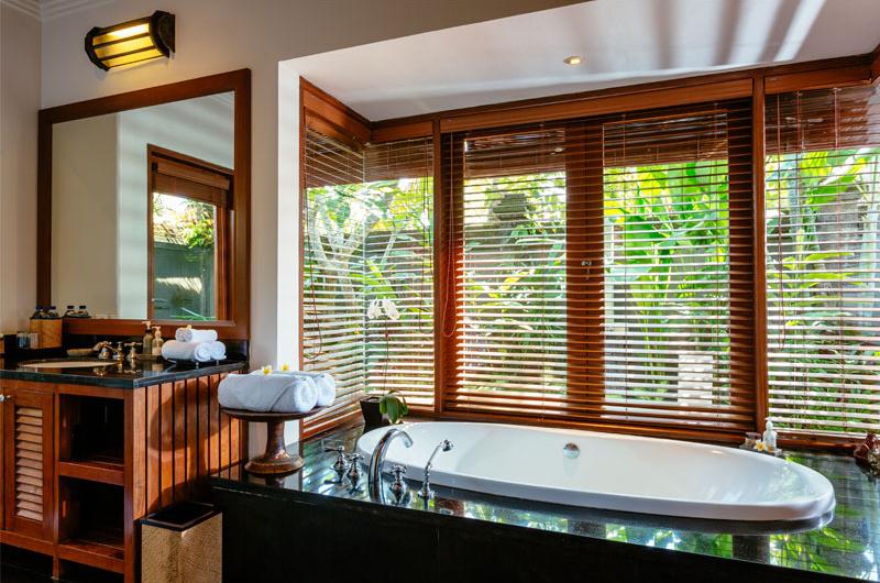 Villa Semarapura Bathtub | Seseh, Bali