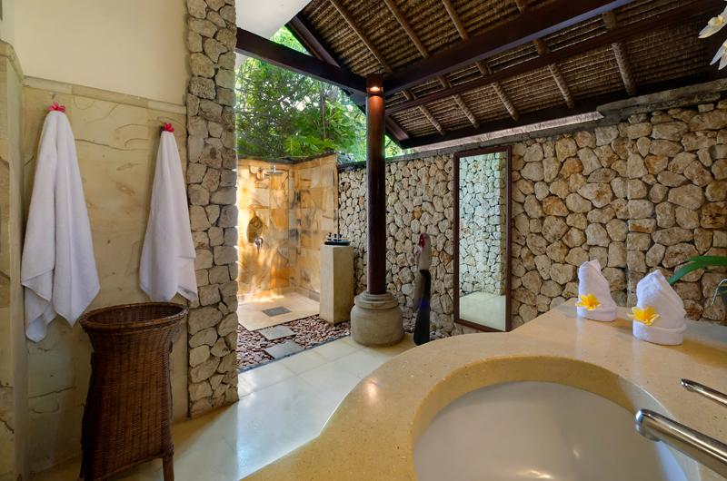 Villa Sungai Tinggi Bathroom | Pererenan, Bali
