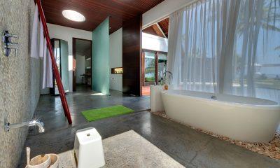 Villa Sapi Spacious Bathroom with Bathtub | Lombok, Indonesia