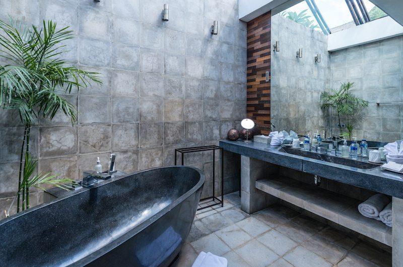 Casa Hannah Bathroom| Seminyak, Bali
