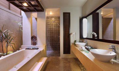 Le Jardin Villas Bathroom with Bathtub | Seminyak, Bali