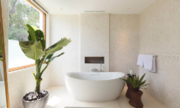 Noku Beach House Bathtub | Seminyak, Bali