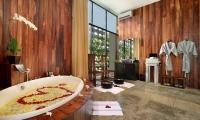 Peppers Seminyak Bathtub with Rose Petals | Seminyak, Bali