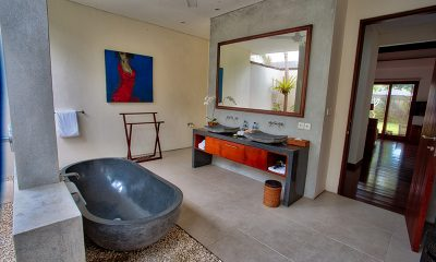 Saba Villas Bali Villa Bima Bathroom with Bathtub | Canggu, Bali