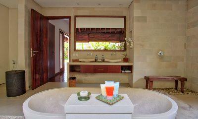 Saba Villas Bali Villa Sadewa Bathtub   Canggu, Bali