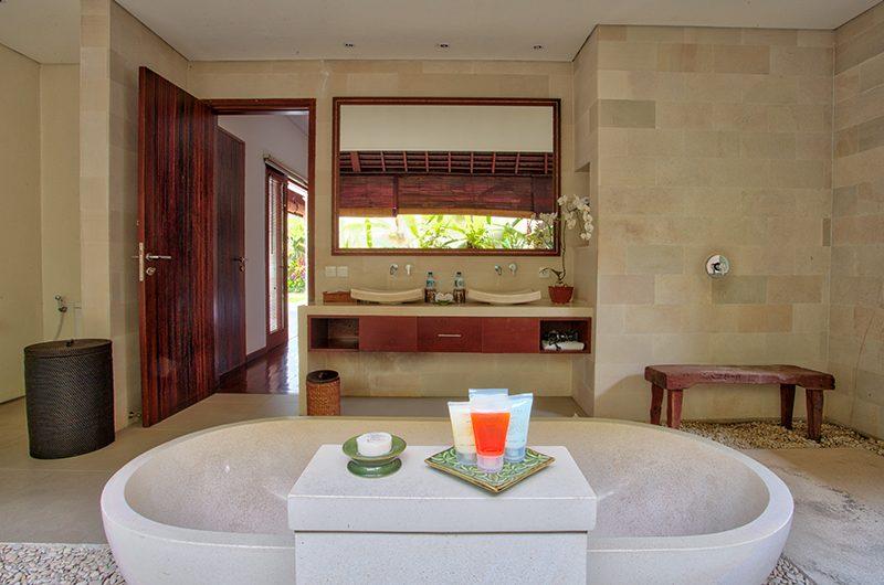 Saba Villas Bali Villa Sadewa Bathtub | Canggu, Bali