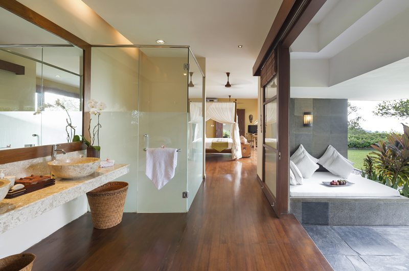 The Longhouse En-suite Bathroom | Jimbaran, Bali