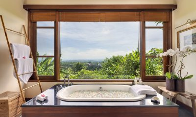The Longhouse Romantic Bathroom Set Up | Jimbaran, Bali