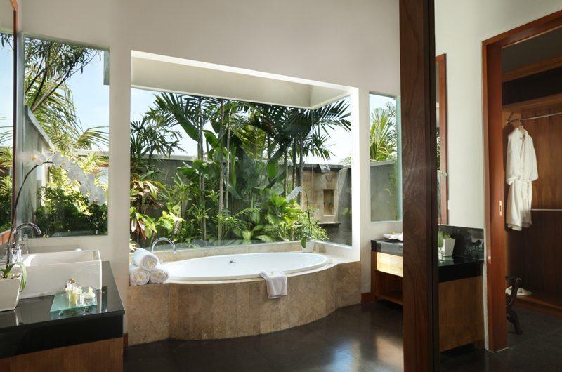 The Shanti Residence Master Bathroom | Nusa Dua, Bali