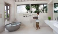 Villa Adasa Bathtub | Seminyak, Bali
