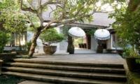 Villa Atas Ombak Pathway | Batubelig, Bali