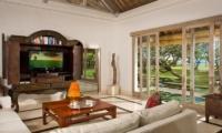Villa Atas Ombak Media Room | Batubelig, Bali