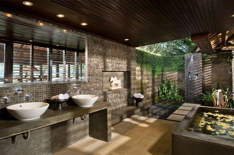 Villa Atas Ombak En-suite Bathroom | Batubelig, Bali