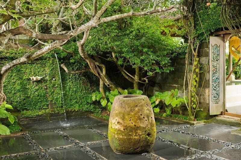 Villa Atas Ombak Entrance | Batubelig, Bali
