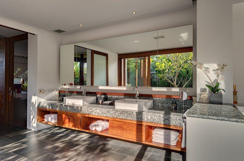 Villa Bendega Rato Master Bathroom   Canggu, Bali