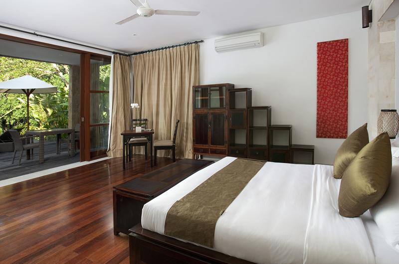 Villa Iskandar Bedroom with Wooden Floor | Seseh, Bali