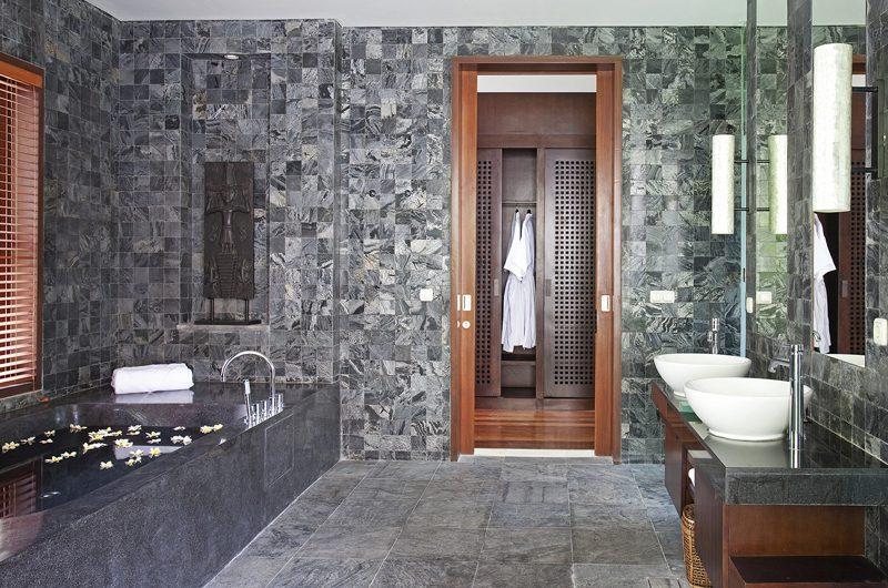 Villa Iskandar Bathroom with Bathtub | Seseh, Bali