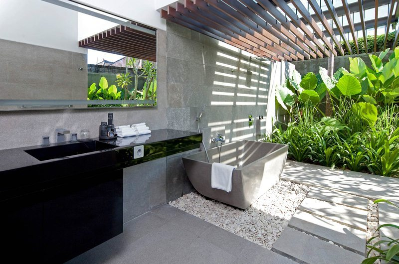 Villa Issi Outdoor Bathtub | Seminyak, Bali