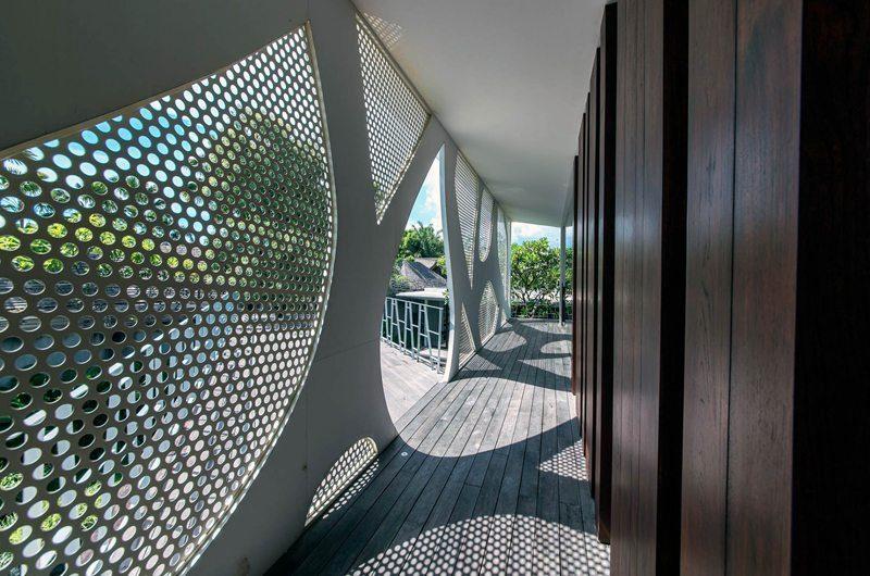 Villa Issi Mesh Wall Corridor | Seminyak, Bali