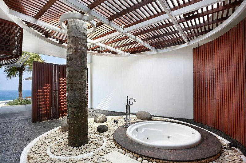 Villa Latitude Bali Bathtub | Uluwatu, Bali