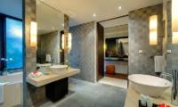 Villa Mandalay Bathroom with Bathtub | Seseh, Bali