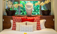 Villa Nalina Bedroom with Vase | Seminyak, Bali