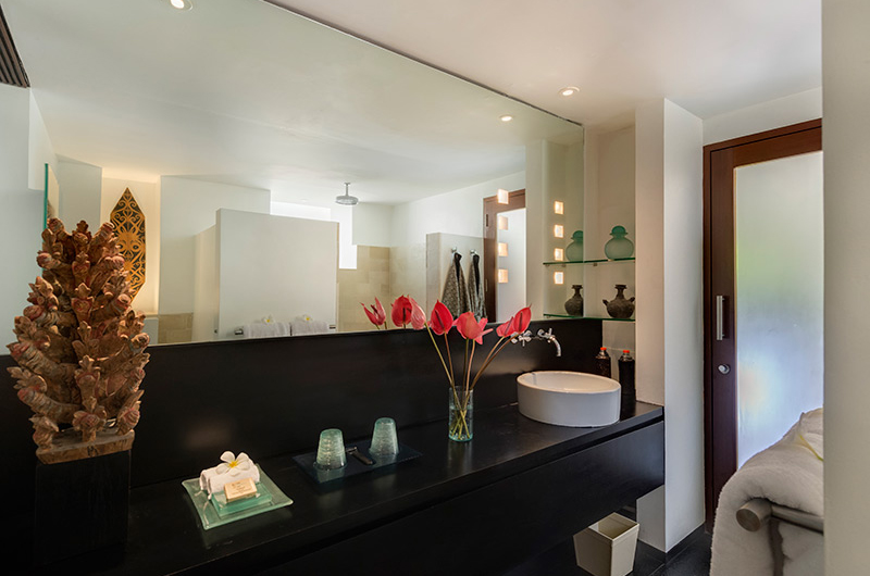 Villa Ramadewa En-suite Bathroom with Flower Pot | Seminyak, Bali
