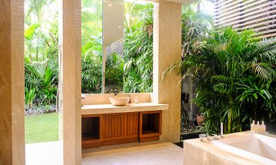Villa Sally Bathtub with Mirror | Canggu, Bali