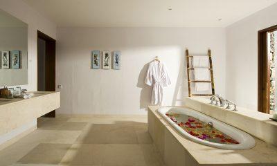 Villa Sepoi Sepoi Romantic Bathtub Set Up | Lombok, Indonesia