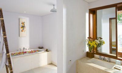 Villa Sepoi Sepoi Bathroom with Bathtub | Lombok, Indonesia