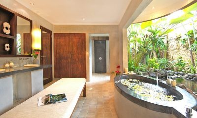 Villa Kubu 2BR Bathroom   Seminyak, Bali