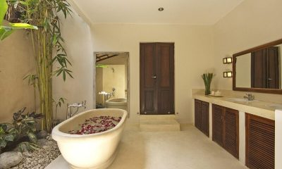 Villa Kubu 3BR Bathroom   Seminyak, Bali