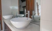 Villa Zanissa Villa Nissa Bathroom | Seminyak, Bali