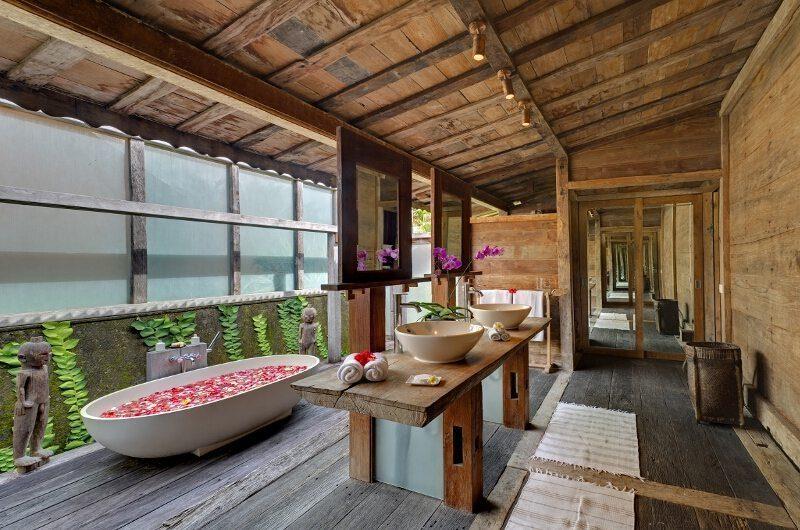 Ombak Laut Guest Bathroom | Seseh-Tanah Lot, Bali