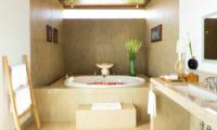 Sanur Residence Bathtub | Sanur, Bali
