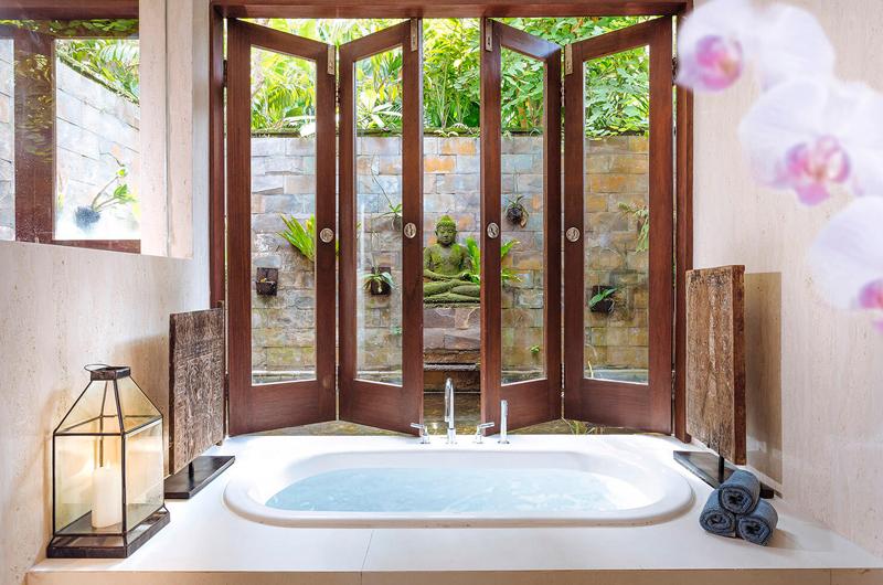 The Arsana Estate Bathtub | Tabanan, Bali