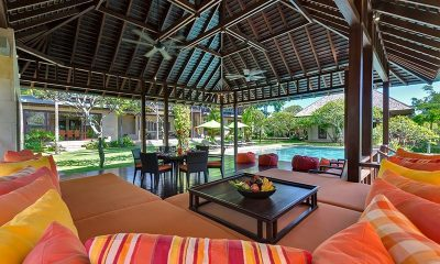 Villa Bendega Nui Living Area Bale View to Pool | Canggu, Bali