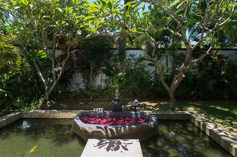 Villa Bendega Nui Outdooor Bathtub   Canggu, Bali