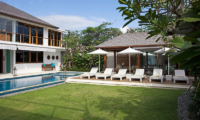 Villa Cendrawasih Outdoor Deck   Petitenget, Bali