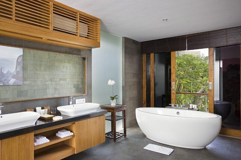 Villa Cendrawasih Bathroom   Petitenget, Bali
