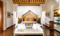 Villa Hansa Bedroom with Sofa   Canggu, Bali