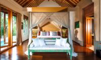 Villa Hansa Bedroom with Seating Area   Canggu, Bali