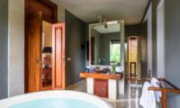 Villa Hansa Bathroom with Bathtub   Canggu, Bali