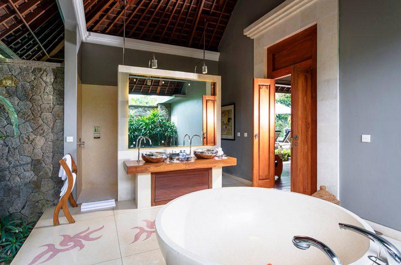 Villa Hansa En-suite Bathroom with Bathtub   Canggu, Bali