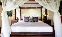 Villa Maridadi Bedroom with Table Lamps | Seseh, Bali