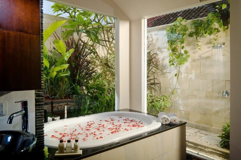 Villa Moonlight Bathroom | Uluwatu, Bali
